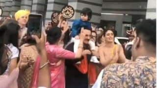 Armaan Jain Wedding: Kareena Kapoor, Karisma Kapoor, Taimur, Saif Ali Khan Are The Perfect Baraatis – Watch Dance Videos