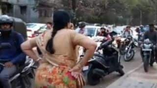 Watch: Elderly Woman Scolds Bikers Riding on the Footpath in Pune, Video Goes Viral