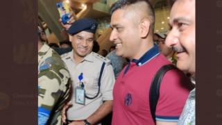Video: चेन्नई पहुंचे महेंद्र सिंह धोनी; जोरों से शुरू होगी आईपीएल की तैयारी