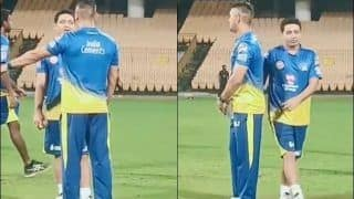 IPL 2020: MS Dhoni Passing Bowling Tips to Piyush Chawla During CSK Nets is Pure Gold | WATCH VIDEO