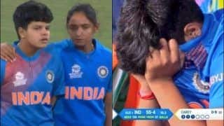 T20 World Cup: Shafali Verma Breaks Down to Tears After Loss to Australia, Harmanpreet Kaur Consoles Her | WATCH VIDEO