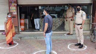 Coronavirus: इंदौर में ड्यूटी पर तैनात 3,000 पुलिसकर्मियों को परिवार से दूरी बनाए रखने की सलाह