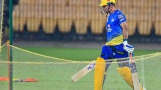 Aaj Ka Taaza Bakar, IPL 2020: MS Dhoni Gets Rousing Reception in CSK's First Training Session | WATCH VIDEO