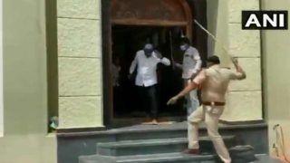 VIDEO: Lockdown के दौरान मस्जिद में नमाज अदा की, बाहर निकलते ही पड़े पुलिस के डंडे