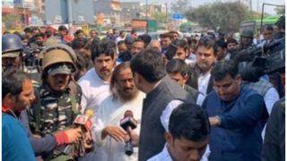 Delhi Violence: हिंसा प्रभावित इलाकों में लोगों से मिले श्री श्री रविशंकर, कहा- दोषियों को मिले दंड
