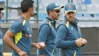 Australia Cricketers Won't Ditch Handshakes in Wake of Coronavirus Outbreak