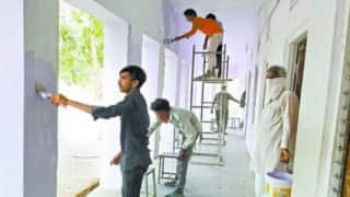Quarantined Migrant Workers in Sikar Paint School Walls To Thank Villagers For Providing Food & Care