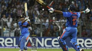 Yuvraj singh pulled ravi shastris leg for not writing dhoni and his name in the tweet of world cup 2011 3989557