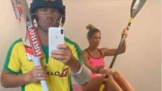 Lockdown के बीच तैयार होकर बल्लेबाजी को निकले डेविड वार्नर, पत्नी ने भी की सर्फिंक, VIDEO वायरल...