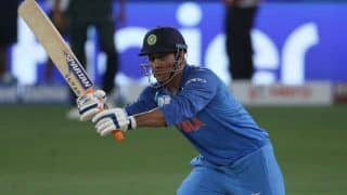 MS Dhoni Hardly Sat in Business Class During Domestic Flights, Preferred Sitting With TV Crew: Sunil Gavaskar
