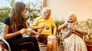 Kanika Kapoor Shares First Picture With Parents After Recovering From COVID-19, Talks About Warmth of Family in Caption