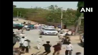 Video: जुमे की नमाज के लिए मस्जिद में जुटे, मना करने पर भीड़ ने पुलिस टीम पर किया पथराव