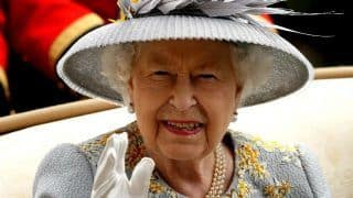 'As Dark as Death Can be...'! Queen Elizabeth II Gives an Emotional Speech on Easter as The World Faces COVID-19 Crisis