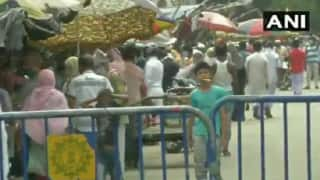 WATCH | People Flout Social Distancing Norms at Kolkata's Raja Bazar Amid Lockdown
