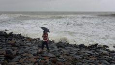Cyclone Nisarga: महाराष्ट्र और गुजरात में भेजी गई हैं NDRF की 26 टीमें, पीएम बोले- सावधानी बरतें लोग