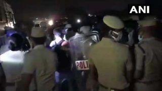 तमिलनाडुः घर जाने के लिए नेशनल हाइवे पर पैदल ही निकला श्रमिकों का समूह, पुलिस ने रोका