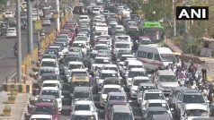 Delhi-Ghaziabad Border Seal : चिलचिलाती धूप में दिल्ली-गाजियाबाद बॉर्डर में फंसी हजारों गाड़ियां, लोग बोले- पास होने के बाद भी...