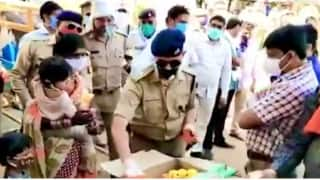 Watch: Jhansi Police Distributes Toys To Children Of Migrant Workers, Health Minister Lauds The Heartwarming Gesture