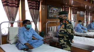 Galwan Clash: Army Chief Meets Soldiers Who Were Injured in Last Week's Attack by China | Watch