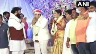 Coronavirus in Karnataka: Health Minister B Sriramulu Flouts Norms Again, Seen Without Face Mask at Wedding Ceremony