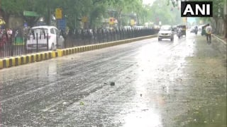 Delhi-NCR Wakes up to Light Rains; Temperature Likely to go Down