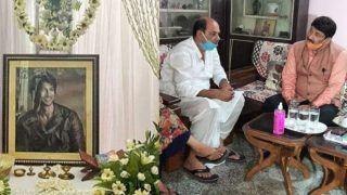 VIDEO: सुशांत सिंह की प्रेयर मीट में शामिल हुए मनोज तिवारी, परिवार से मिलकर की CBI जांच की मांग