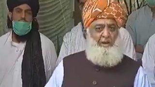 'When We Sleep, Virus Sleeps Too': Pakistan Cleric's Bizarre Covid-19 Logic Sparks Laugh Riot on Twitter | Watch