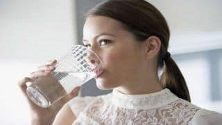 Khana Ke Baad Pani Pine Ke Nuksan: खाना खाने के तुरंत बाद ना पीएं पानी, शरीर को हो सकते हैं ये नुकसान