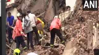 मुंबई में भारी बारिश के बीच दो इमारतें गिरी, चार की मौत, कई अन्य घायल
