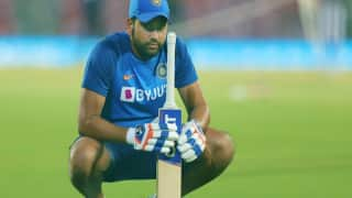 UAE में क्रिकेट अकादमी खोलने जा रहे हैं रोहित शर्मा, जॉन राइट को दी गई ये जिम्मेदारी