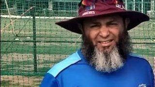 सलाइवा बैन के बाद स्पिनर्स को गेंद चमकाने के नए तरीके सिखाए जा रहे हैं : मुश्ताक अहमद