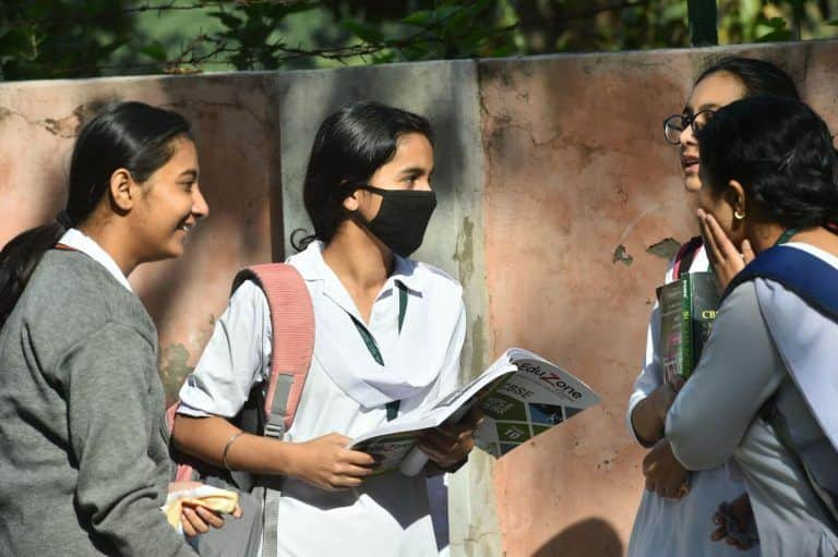 'Ek Dum se Waqt Badal Diye': Twitter Erupts With Hilarious Memes After CBSE Declares Class 12 Result