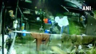 VIDEO: घर में घुसे तेंदुए ने पीछे लगे डॉगी पर किया हमला, पीछे से आई मालकिन रह गई हैरान