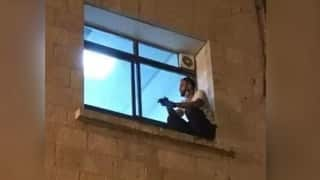 Final Goodbye! Palestinian Man Climbs Wall to See Mother Through Window Before She Dies of Covid-19