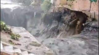 'Scary Stuff': Netizens in Jitters as House Collapses And Washes Away With Overflowing Drain in Slum Area Near ITO Amid Heavy Rainfall in Delhi
