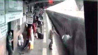 Irctc Real Heroes: चलती ट्रेन से उतरा तो प्लेटफॉर्म और ट्रैक के बीच फिसला यात्री, देख भागे RPF जवान, फिर ये हुआ...