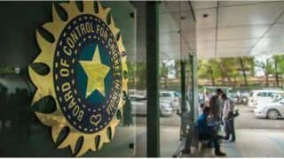 IPL 2020: बीसीसीआई का खिलाड़ियों को सख्त निर्देश, प्रोटोकॉल का किया उल्लंघन तो...