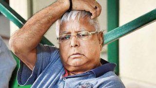 Bihar Vidhan Sabha Chunav Result 2020: क्या जीत-हार की फिक्र नहीं, लॉन में धूप सेंक रहे लालू