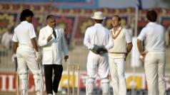 इंग्लैंड-पाकिस्तान सीरीज से जुड़े विवाद: जब पाक अंपायर-इंग्लिश कप्तान की भिड़ंत के बाद रद्द हुआ था खेल