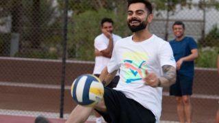IPL 2020 : आरसीबी के कप्तान विराट कोहली ने पहले दिन उठाया फुटबॉल का लुत्फ, देखें PIC