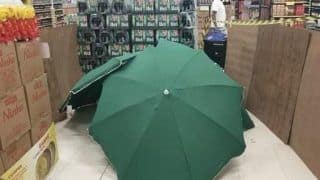 After Brazilian Supermarket Worker Drops Dead, Store Covers His Body With Umbrellas to Keep Business Running!