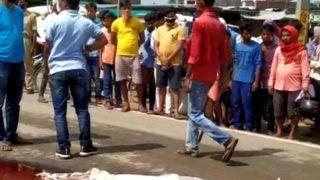 VIDEO: बीच सड़क पर सरेआम पति ने पत्नी की काट दी गर्दन, पहुंचा थाने और बोला-मार डाला उसे
