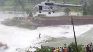 Dramatic Rescue: Chhattisgarh Man Trapped on Tree For Over 16 Hours Rescued by IAF Chopper | Watch