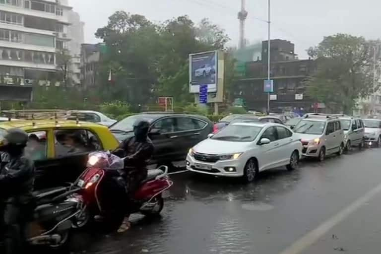 Mumbai Rains: PM Modi Speaks to CM Uddhav Thackeray, Assures All Central Help; Road, Rail Transport Affected