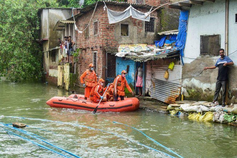 Mumbai Rains: NDRF Deploys 15 Teams, People Asked to Stay Indoors, Heavy Rains Predicted Till Tomorrow