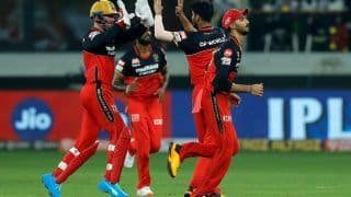 RCB vs MI IPL 2020 Match Report: Virat Kohli-led Royal Challengers Bangalore Beat Mumbai Indians in Super Over, Ishan Kishan-Kieron Pollard Fifties in Vain