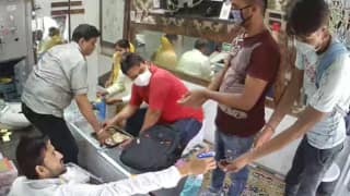 Sanitised Looting! Masked Men Sanitise Their Hands Before Robbing Jewellery Store in UP's Aligarh | Caught on Camera