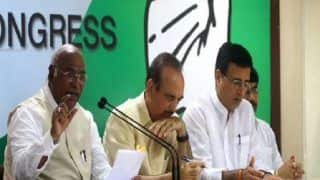 Major Rejig in Congress: Ghulam Nabi Azad, Ambika Soni Dropped as AICC General Secys; Rahul's Loyalist Surjewala Gets Big Role