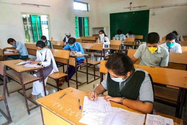 Fact Check: Is Govt Providing Rs 11,000 to Students For Their School & College Fees? Here's The Truth