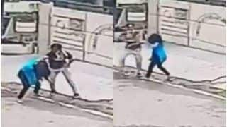 15-Year-Old Jalandhar Girl Bravely Fights Off 2 Bike-Borne Mobile Snatchers, Hailed As a Hero   Watch